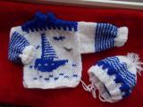 Nové ručně pletené kojenecké svetry , soupravy /